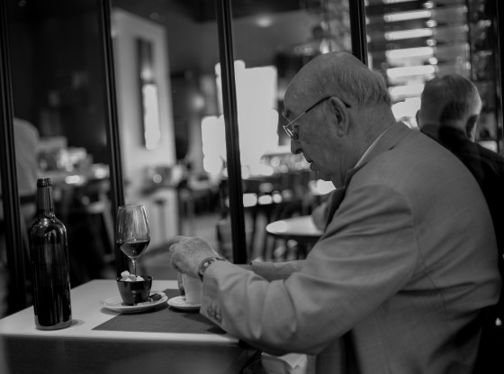 90 year old gentleman enjoying lunch at Les Bouquinistes