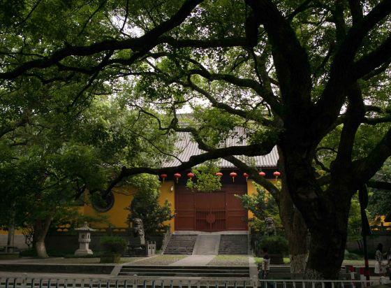 close up of teh Nanping Wan Zhong temple