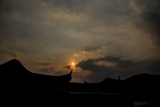 sunset on xihu