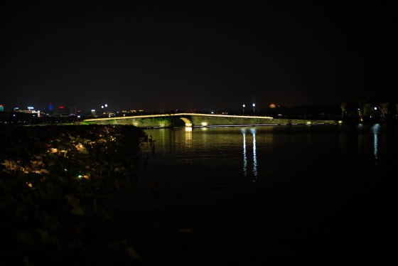 Night view of the Broken Bridge